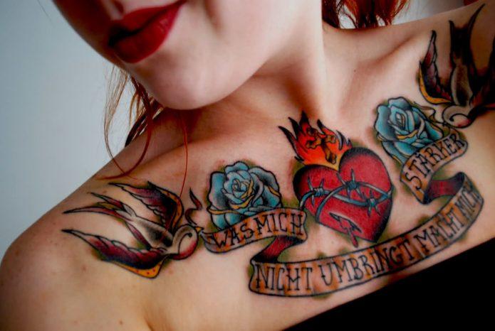тату женское на грудной клетке сердце олд скул
