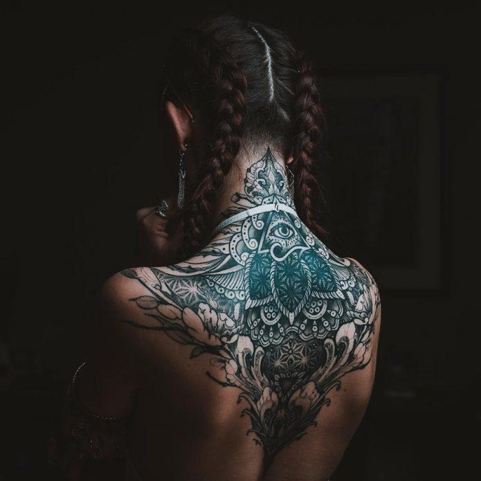 орнамент большое тату на спине