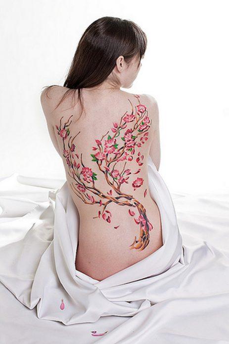 сакура на всю спину тату для девушек в цвете