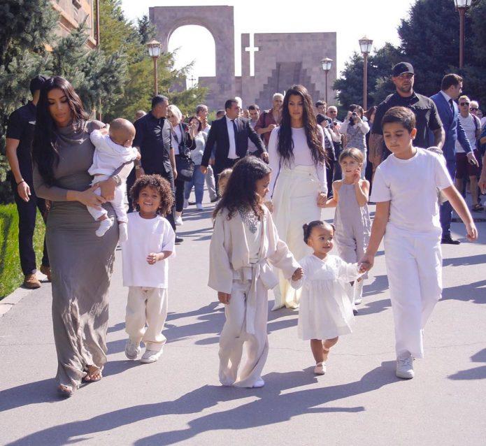 Кардашьян крестила детей в Армении