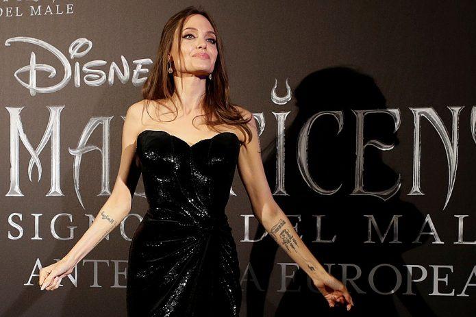Джоли накладная грудь