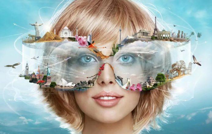 Девушка в очках с фантастическим декором