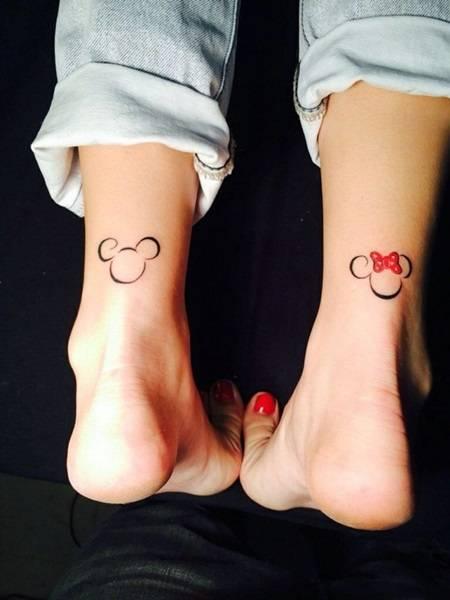 парное тату на нога для девушек дисней