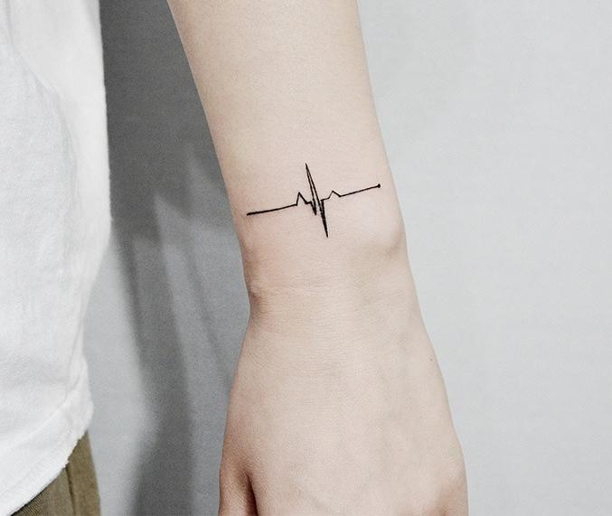 тату минимализм жизнь кардиограмма чб