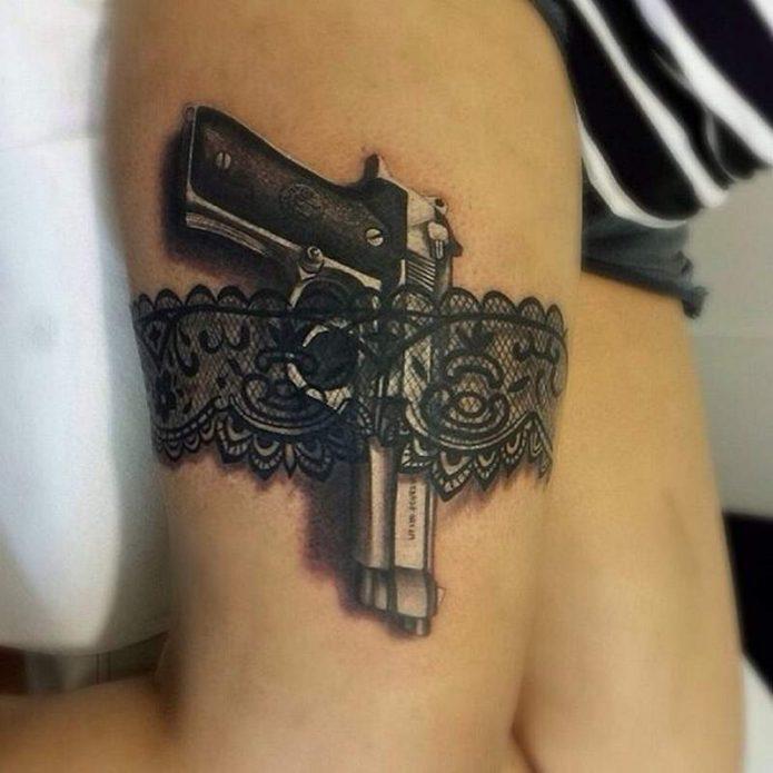 Подвязка с пистолетом тату на бедре для девушек