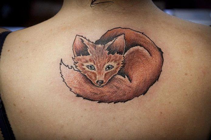 лисичка на спине тату для девушек