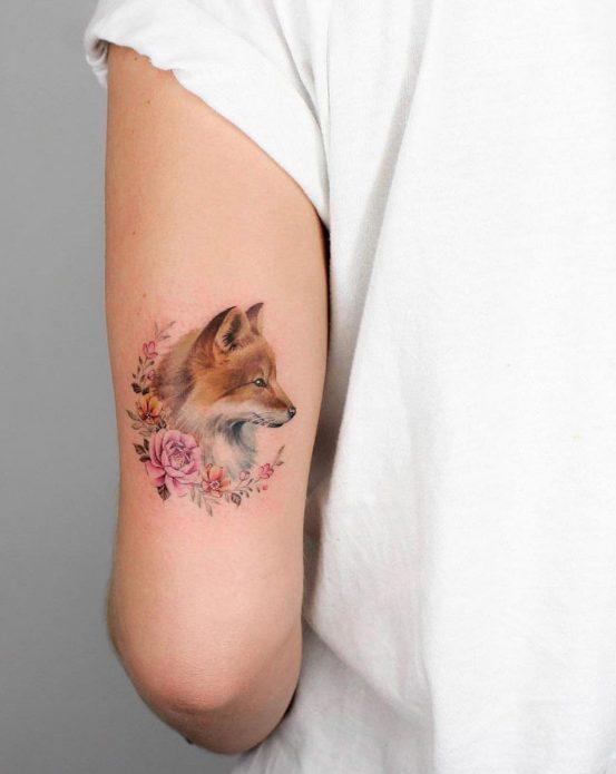мини-тату лиса и цветы на руке
