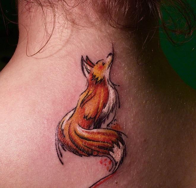 цветное тату лисица на шее, тату женское