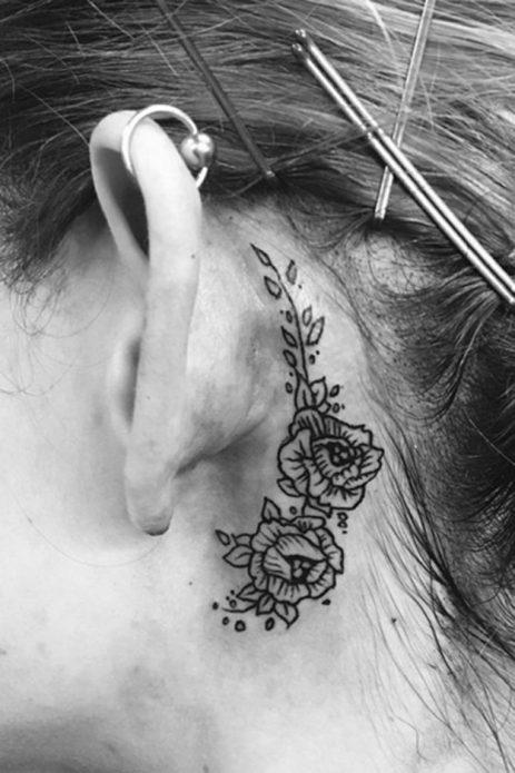 большое тату за ухом для девушек, цветы тату