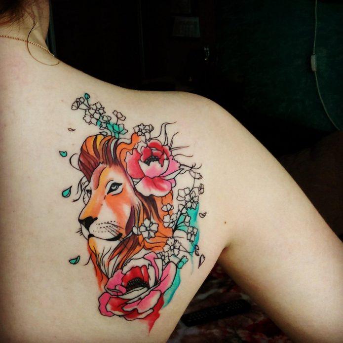 Тату лев и цветы