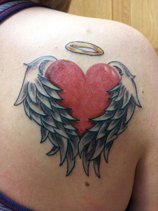 Тату сердце с крыльями