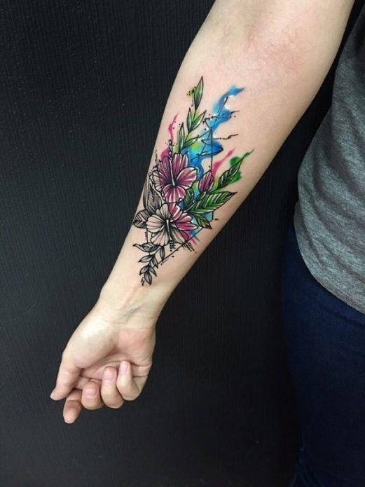 татуировка цветы, графика и акварель, тату на руке