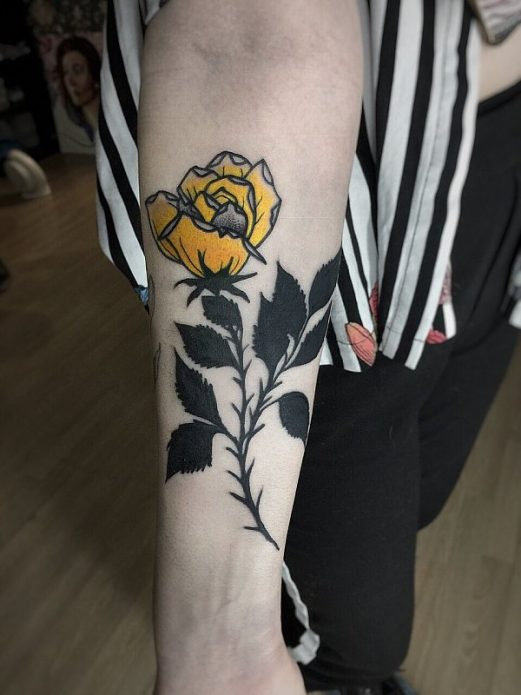 татуировка роза на руке, тату для женщин