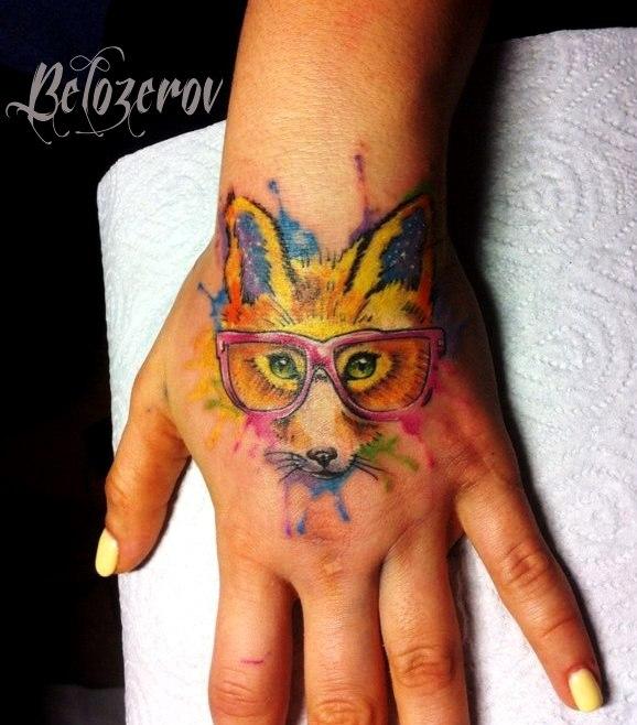 яркая лиса, татуировка женская на кисти