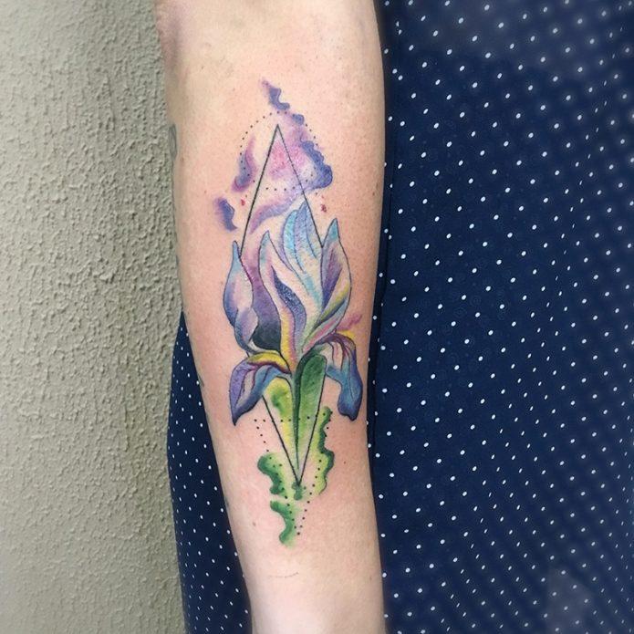 тату ирис, цветные татуировки на руках