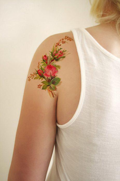 татуировка на плече цветы
