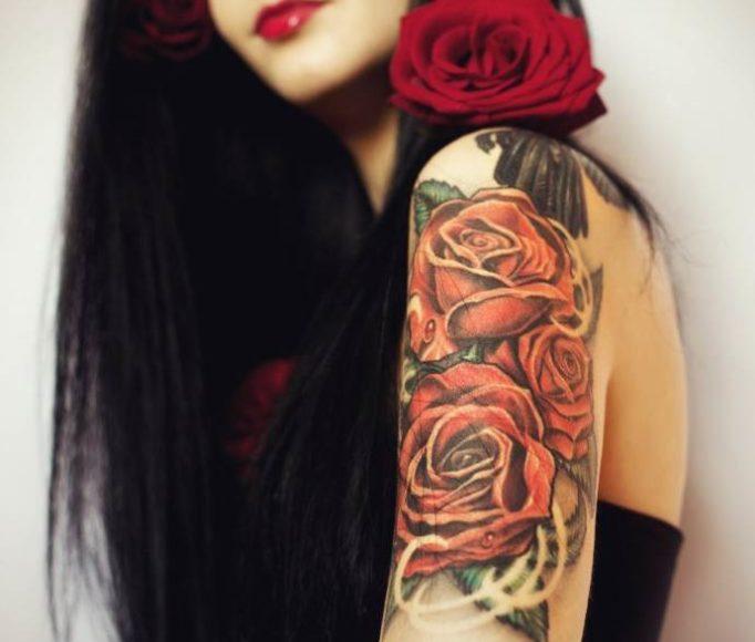 татуировка розы на плече, женские эскизы