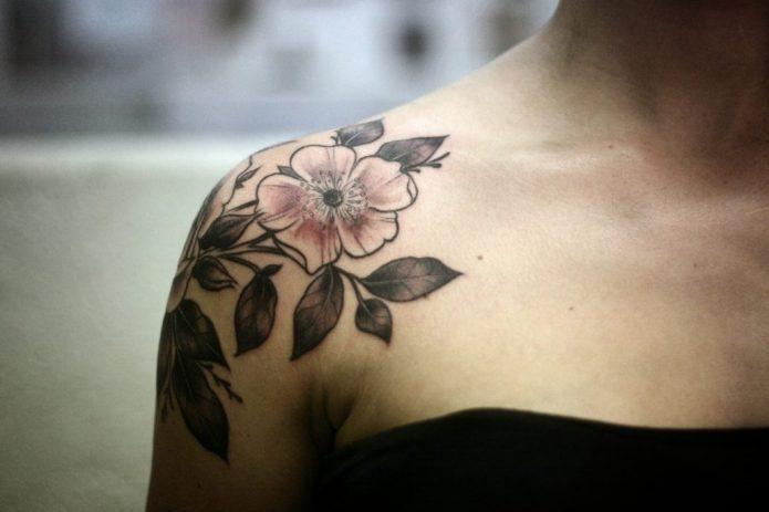 тату на плече, цветок