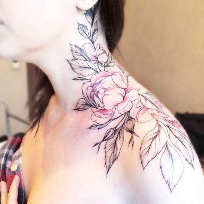 Татуировка на шее сбоку