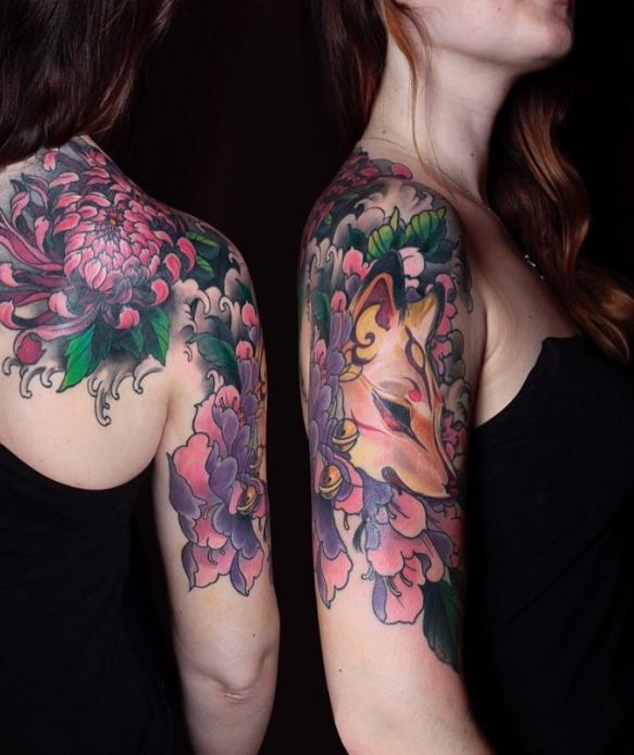 лиса, татуировка на плече и лопатке