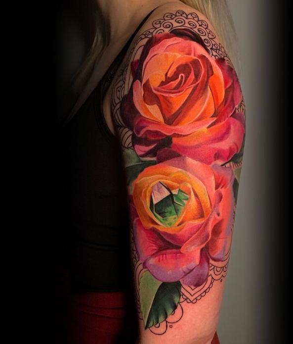 тату на плечо, яркие розы, эскизы для девушек