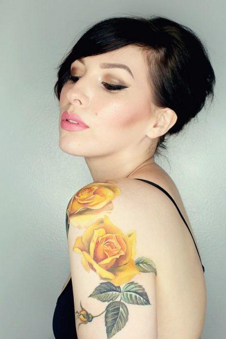 тату на плече для девушек, жёлтые розы тату