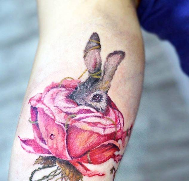тату кролик в розе, забавные эскизы