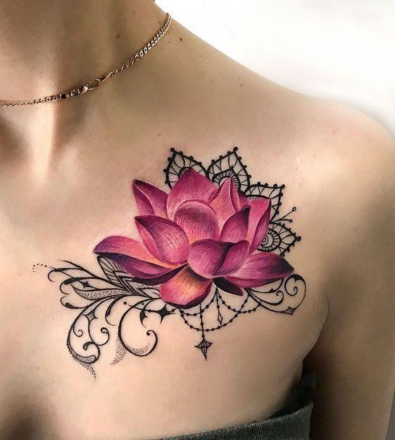 Цветок лотоса на груди