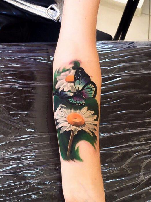 тату бабочка с цветами, тату реализм