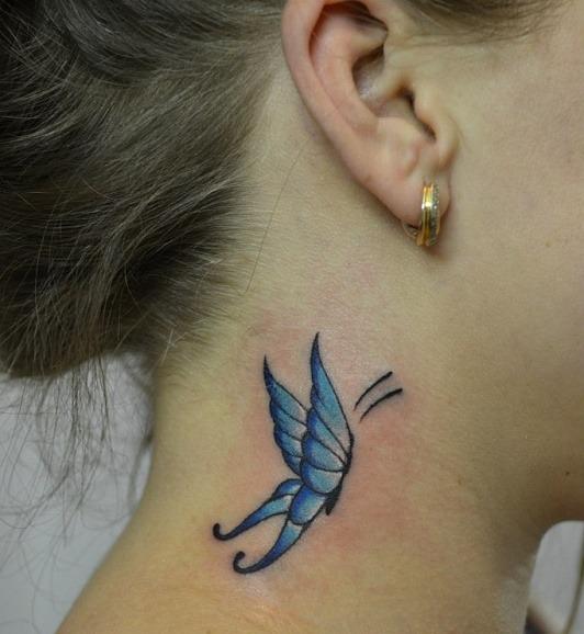 мини-тату бабочка на шее сбоку