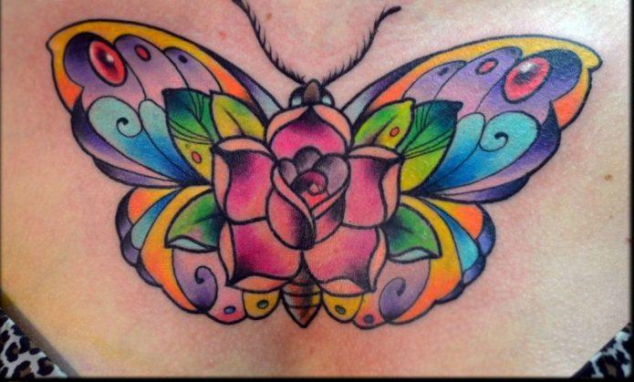 тату бабочка и роза на груди, женская татуировка