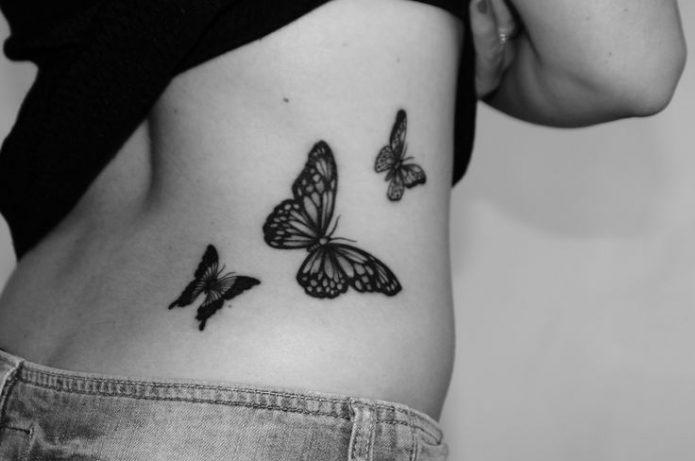 тату бабочки на спине, тату на боку для женщин