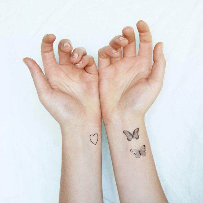 мини-тату бабочки на руках