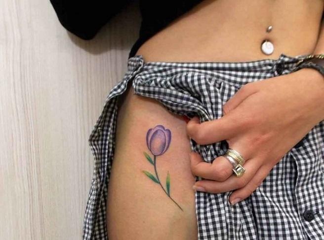 Тюльпан на бедре