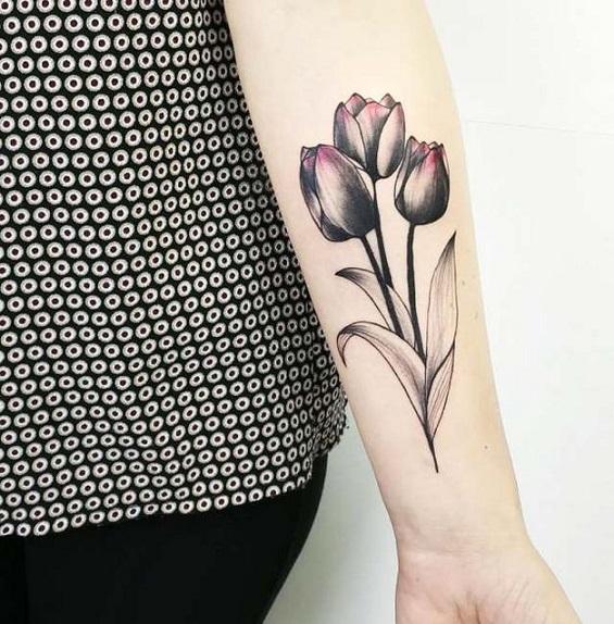 Тюльпан на предплечье