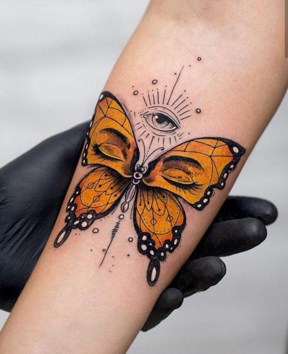необычная тату бабочка на предплечье