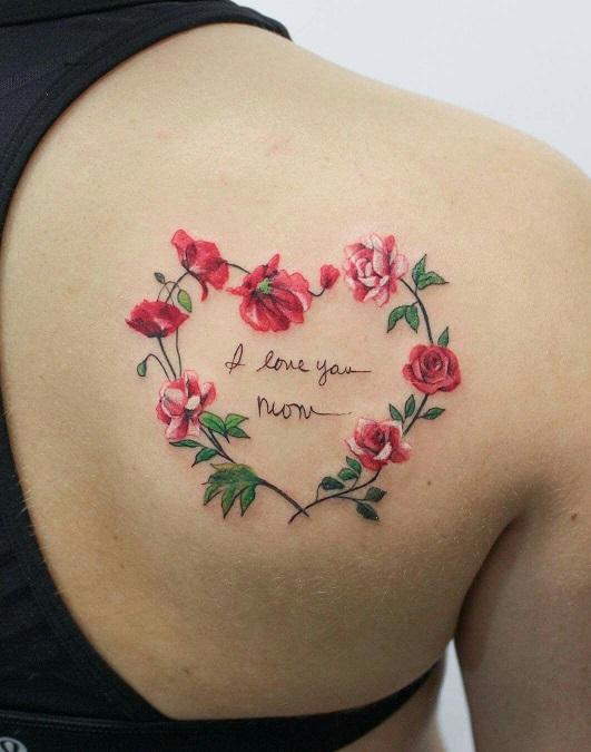 Сердечко из цветов с надписью внутри