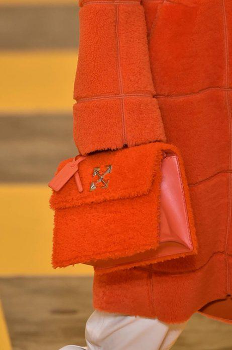 Оранжевая меховая сумка
