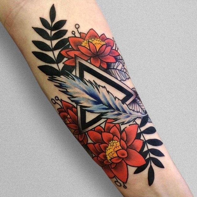 Цветы и птичье перо