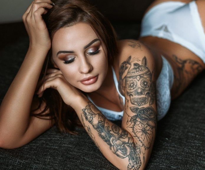 девушка с тату, модель в татуировках