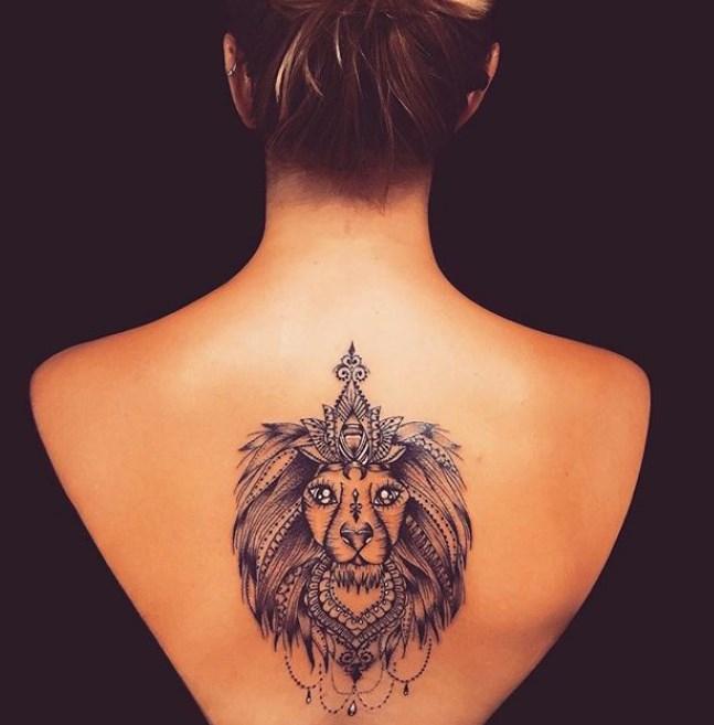 татуировка на спине лев и узор, женские эскизы