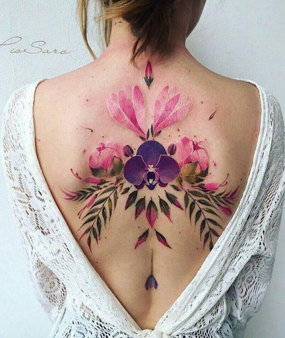 цветы и узор тату на спине, модная акварель