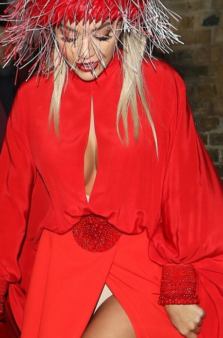 Рита Ора платье