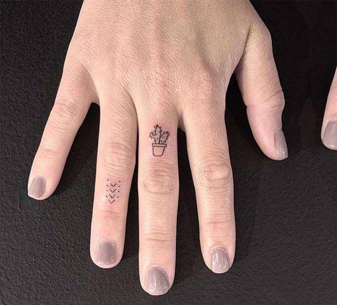 микро-тату на пальцах руки для девушек