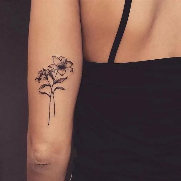 Два чёрно-белых цветка в стили минимализм