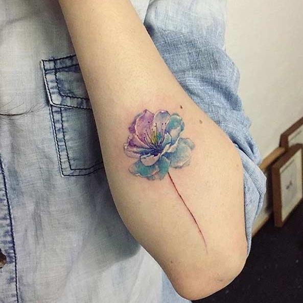 Голубой цветок мини тату