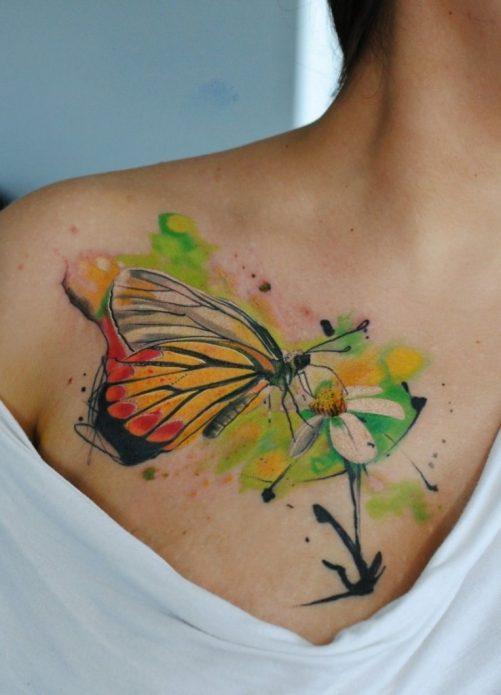 тату акварель бабочка и цветок на ключице