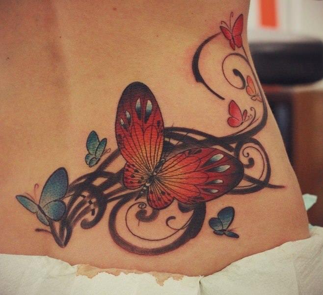 тату бабочка и узор на пояснице, цветные тату для девушек