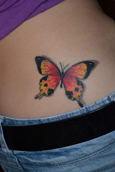 бабочка тату на пояснице сбоку, цветная бабочка эскиз