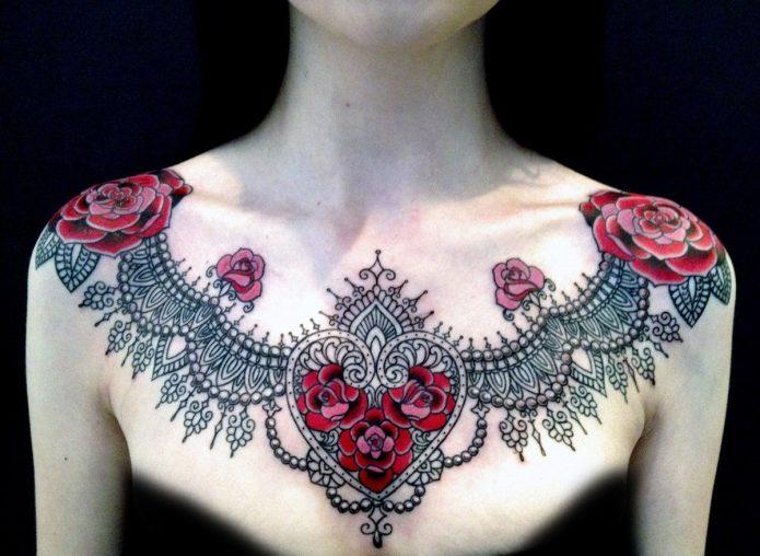 тату на грудной клетке, узор и розы, женские тату на грудь